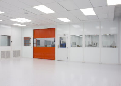 plastic-injection-molding-cleanroom-7