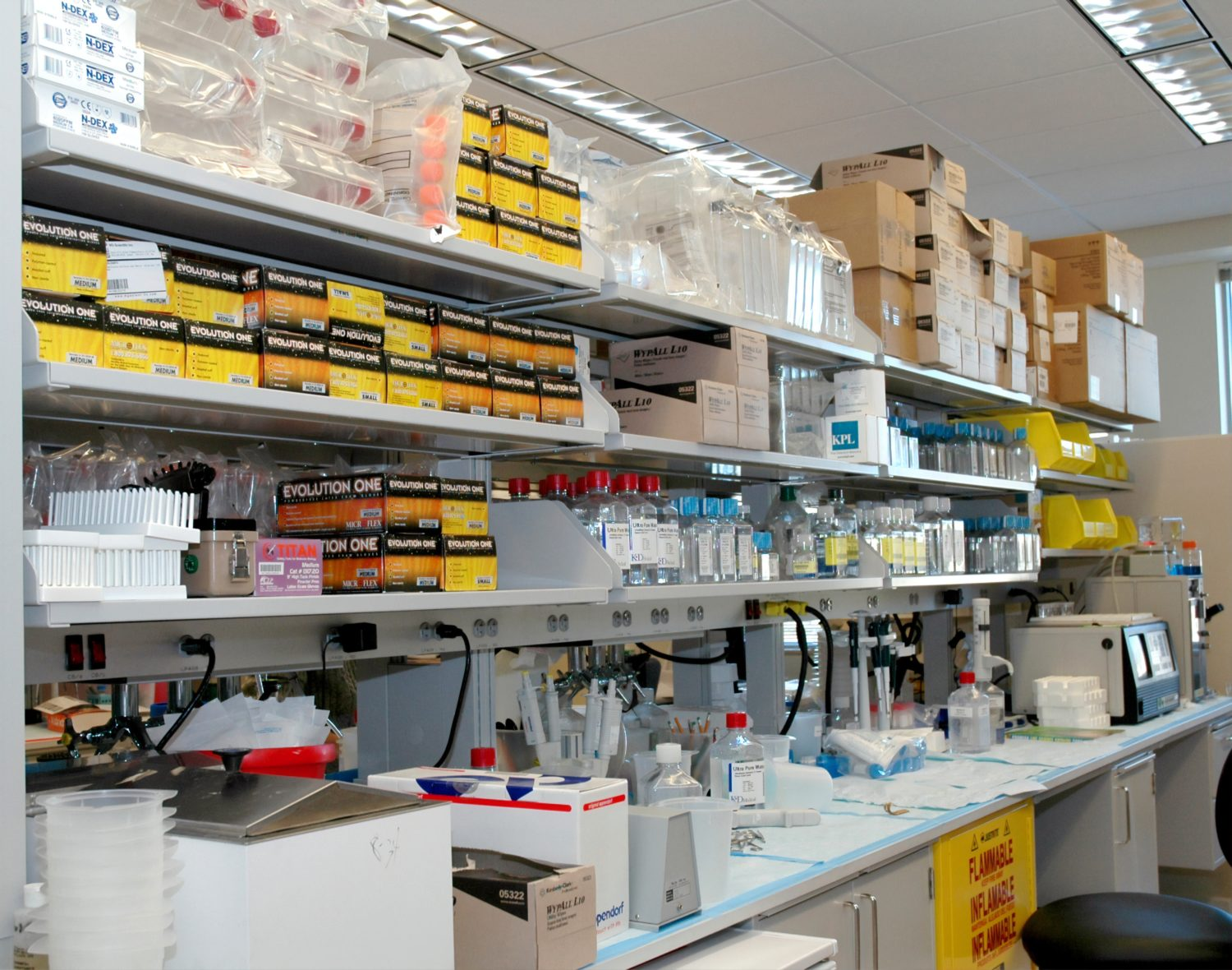 Cleanroom Design Tips: Cleanroom Storage Solutions for Plastics Manufacturing